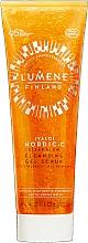 Düfte, Parfümerie und Kosmetik Reinigendes Gesichtsgel-Peeling mit wilden Moltebeeren und arktischem Quellwasser für eine strahlende Haut - Lumene Valo Nordic-C Clear Glow Cleansing Gel Scrub