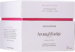 Düfte, Parfümerie und Kosmetik Pflegende Badebombe mit May Chang und Sandelholz - AromaWorks Nurture Aroma Bath Bomb